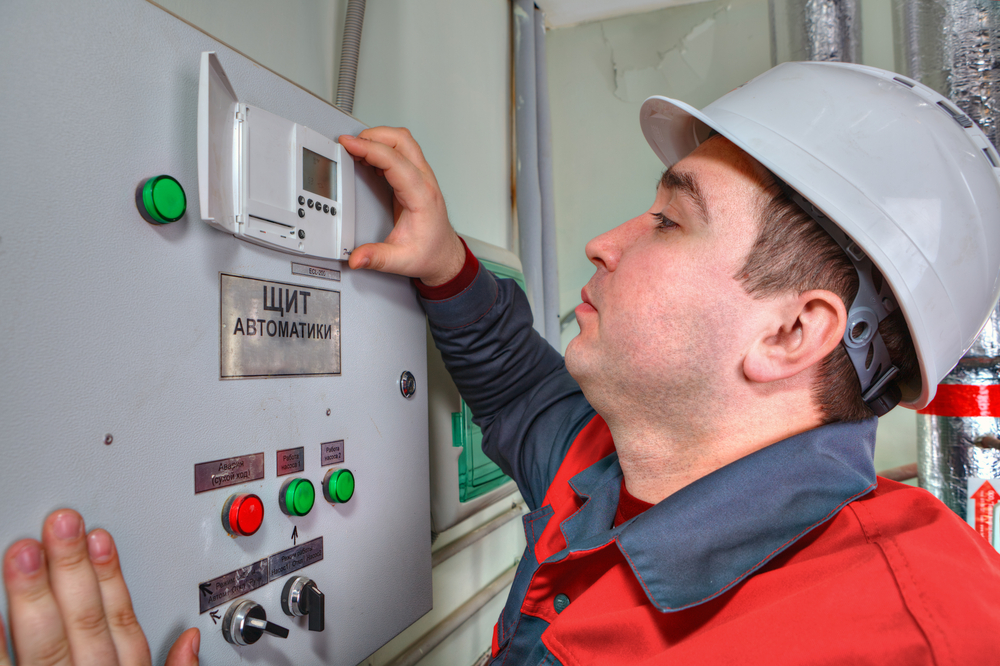Commercial Electrician in Encino