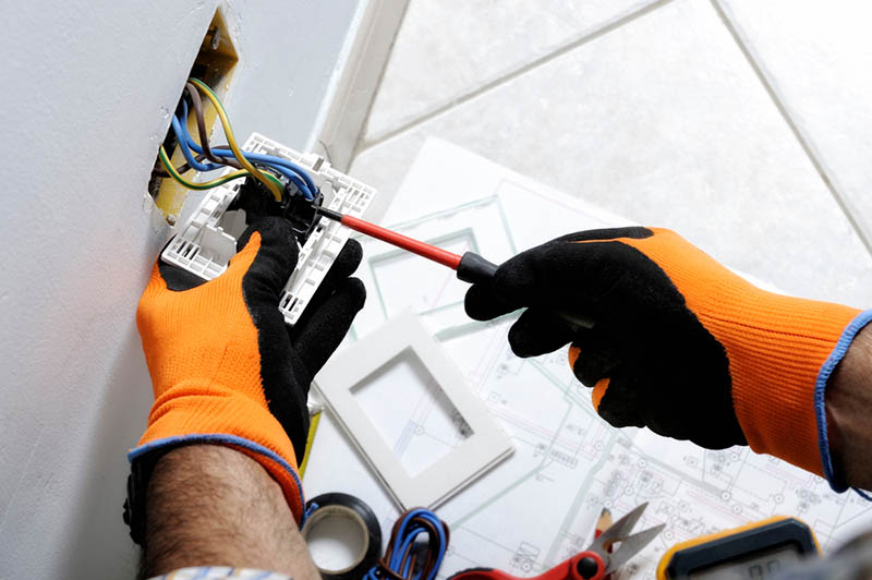 a Commercial Electrician in Tarzana