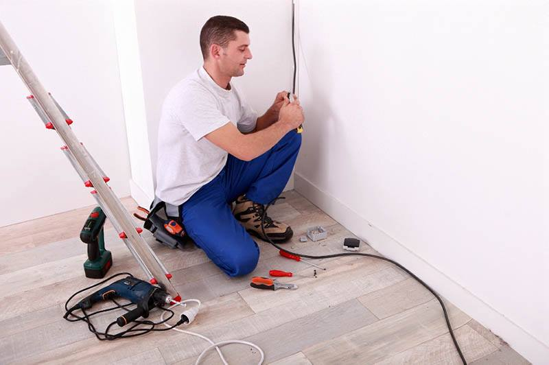 residential electrician from the Woodland Hills area